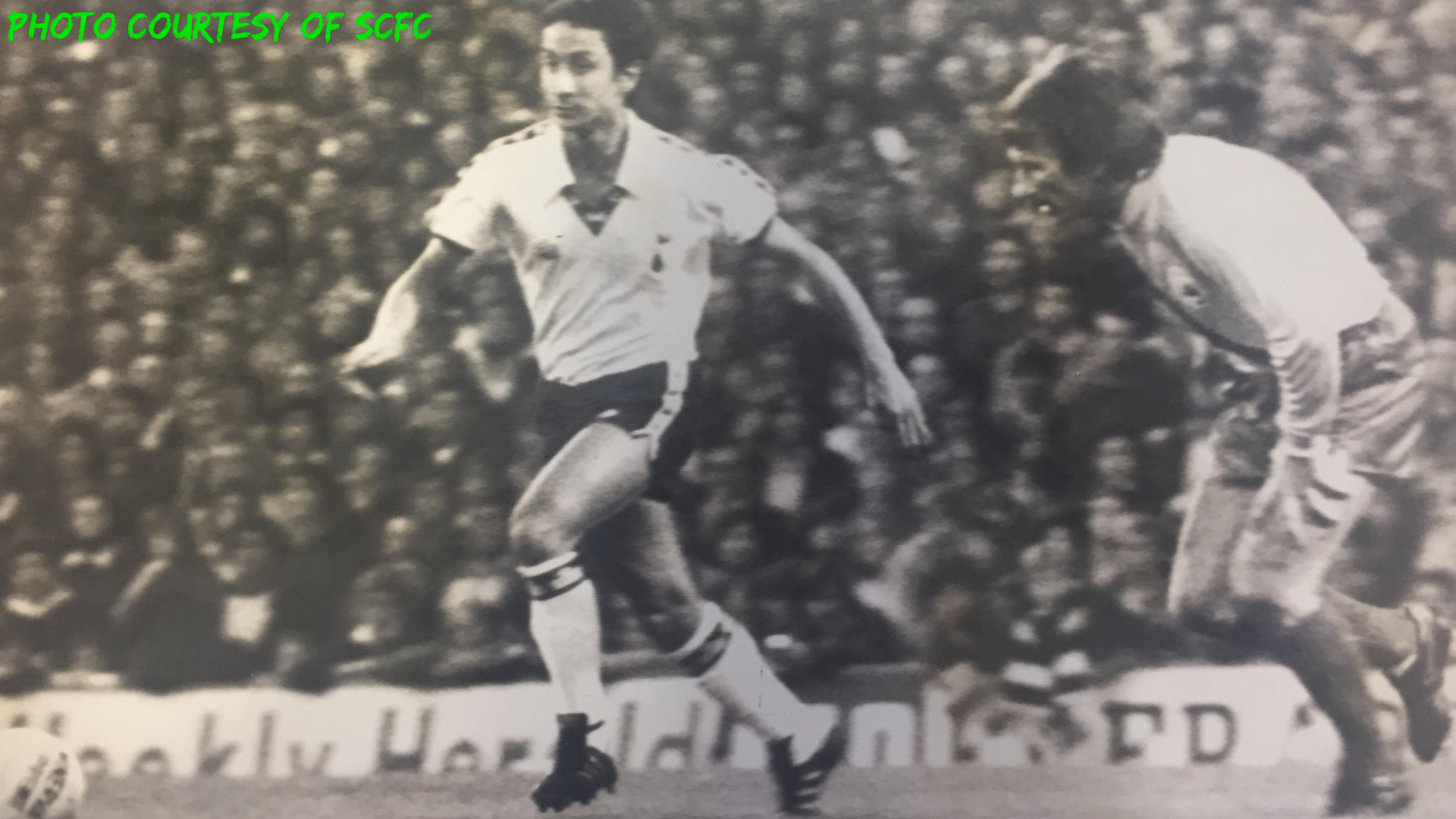 Ossie Ardiles on the run from Tommy Smith